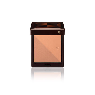 A magnified image of the texture of the Bronzing Powder Duo,