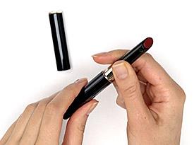 Comment recharger l'illuminateur de lèvres enrichi   Clé de Peau Beauté